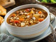 Рецепта Яхния от телешки джолан с картофи, моркови, домати, грах, целина и бяло вино